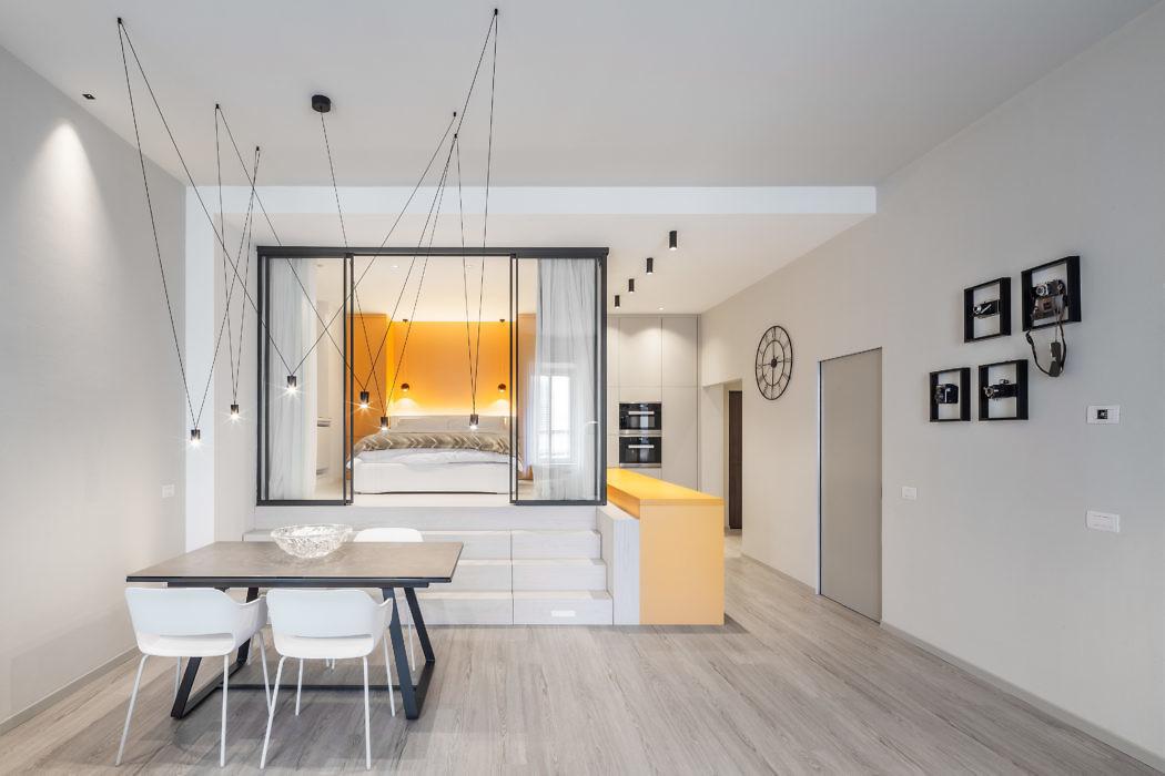 Moderne keuken met gele en taupe kasten  Interieur inrichting
