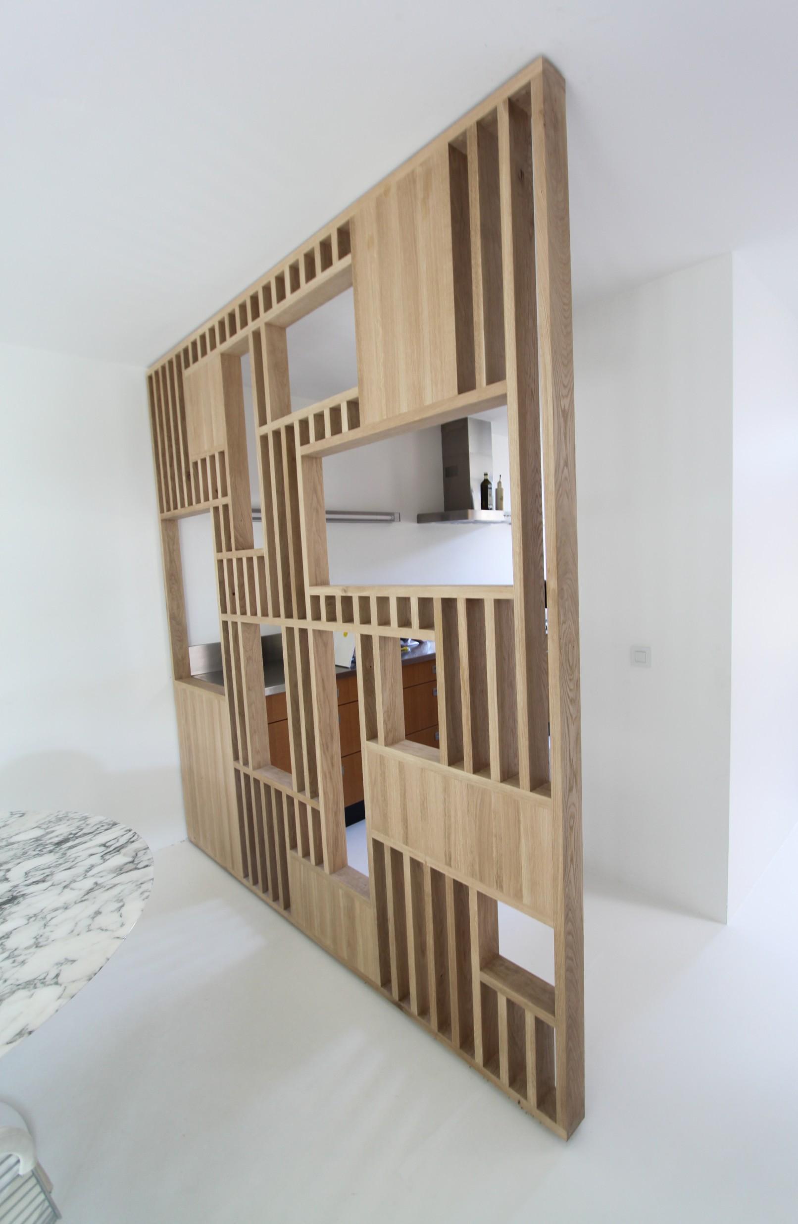 Op maat gemaakte roomdivider tussen keuken en woonkamer