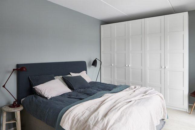 Slaapkamer met grijsblauwe tinten  Interieur inrichting