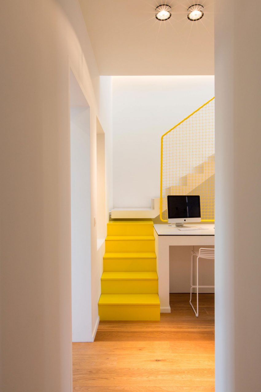 Stoere geel witte trap  Interieur inrichting