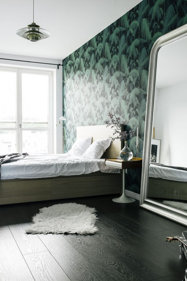 Vintage retro slaapkamer met behang van Cole  Son