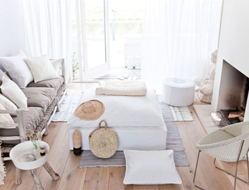 Warme tinten in een wit interieur  Interieur inrichting