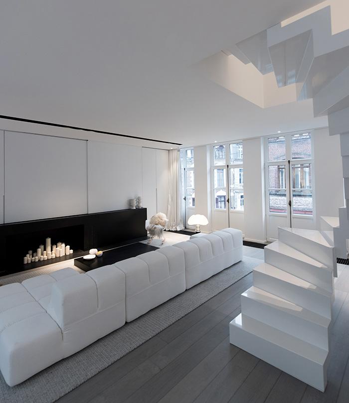 Moderne witte wenteltrap  Interieur inrichting