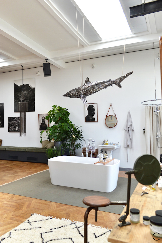 The Loft Amsterdam The Playing Circle August 2015  bathroom sofa green plants vanity