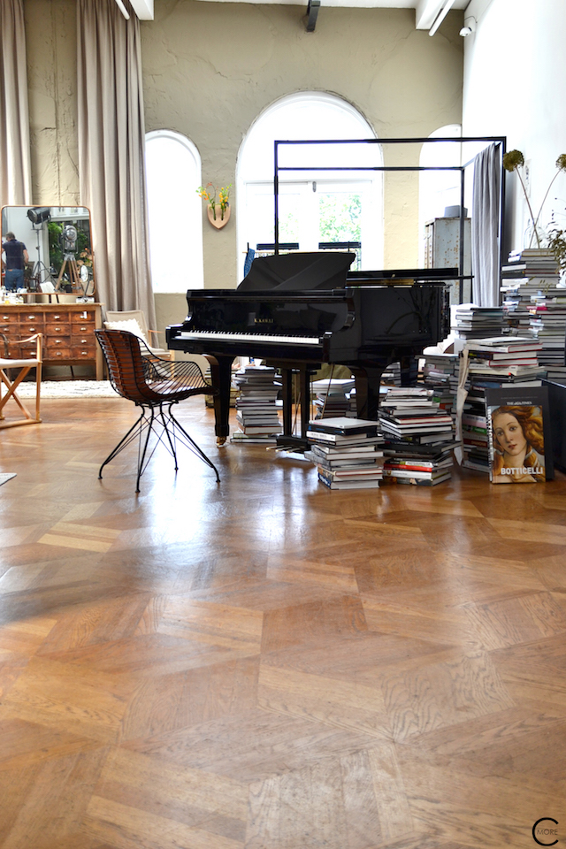 The Loft Amsterdam The Playing Circle August 2015 books grand piano bed livingroom styling vintage inspiration