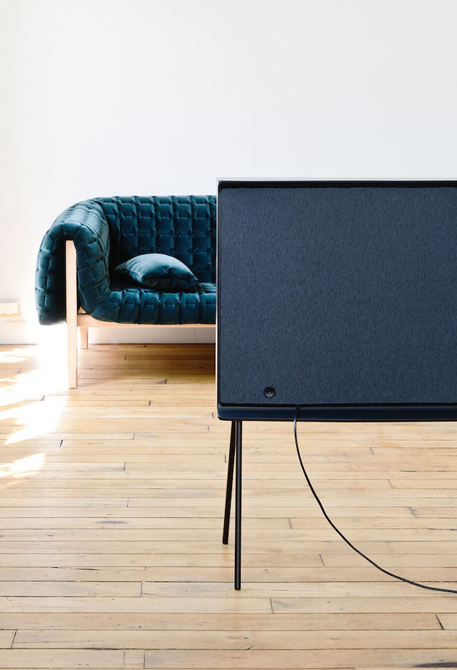 Lifestyle | self-standing | Serif TV | Design by Bouroullec | Samsung | Vitra | Photo via Samsung