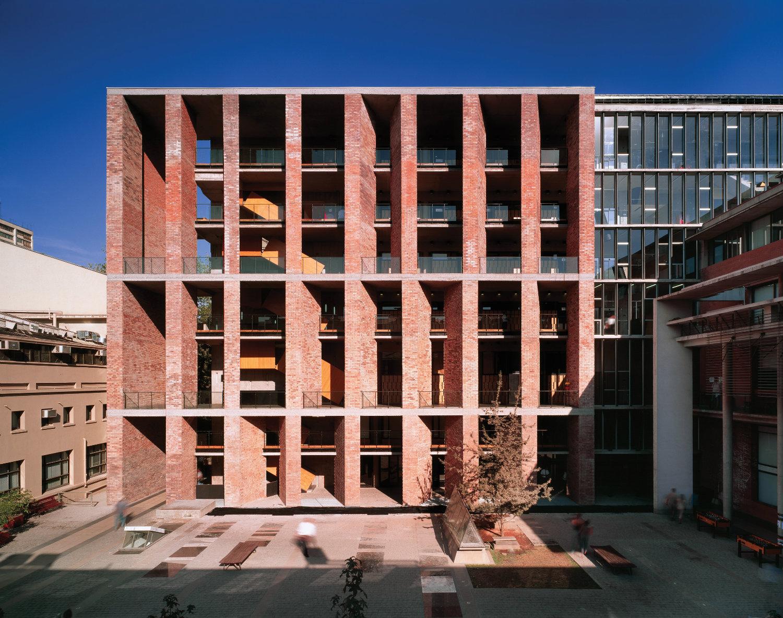 Escuela de Medicina (2004), Universidad Católica de Chile, Santiago, Chile. Fotografía:Roland Halbe. Cortesía: Elemental.