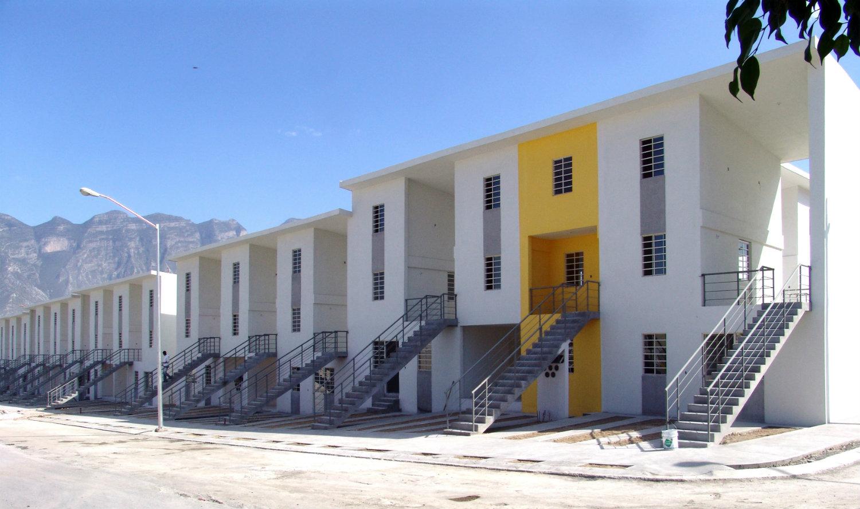 Vivienda Monterrey (2010), Monterrey, México. Casas de clase media. Fotografía: Ramiro Ramirez. Cortesía: Elemental.
