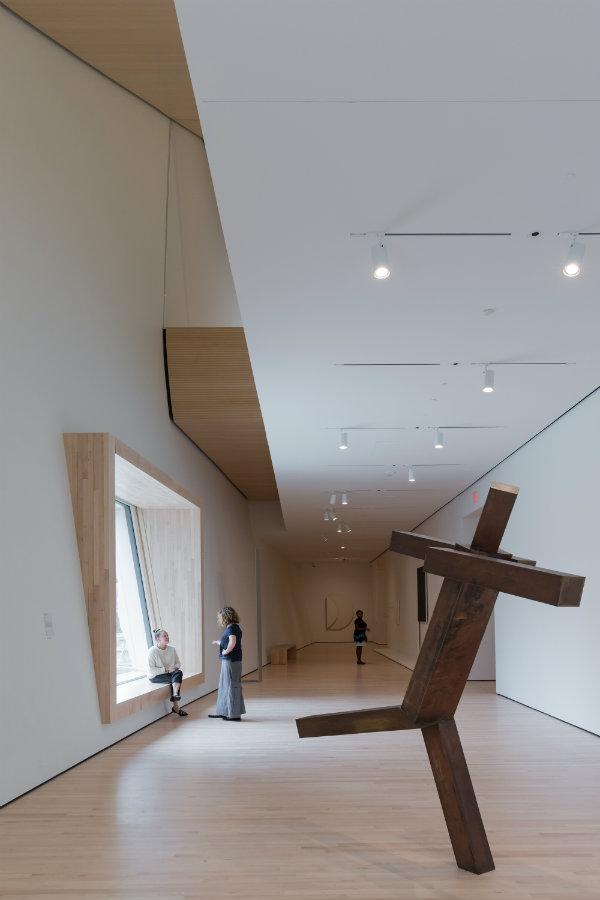 En esta galería, la escultura Sin título de Joel Shapiro, 1989. Fotografía: © Joe Fletcher, cortesía, SFMOMA.