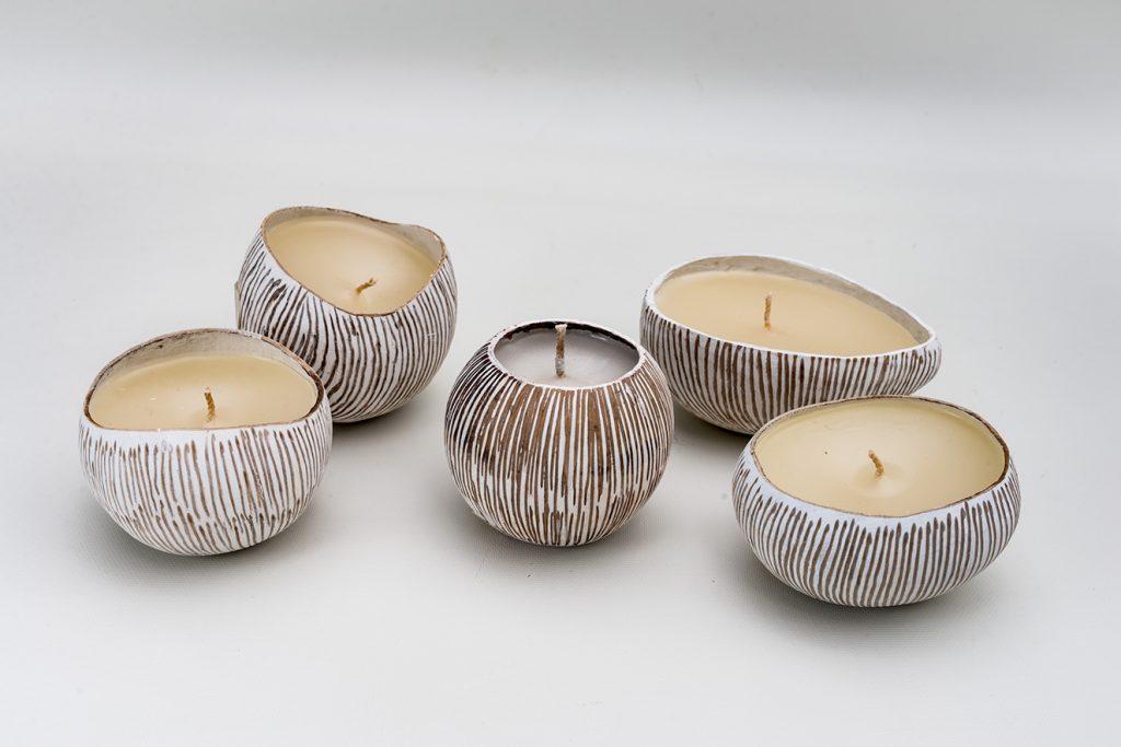 El tamaño y peso de cada una de las velas puede variar según la naturaleza del totumo o calabazo.