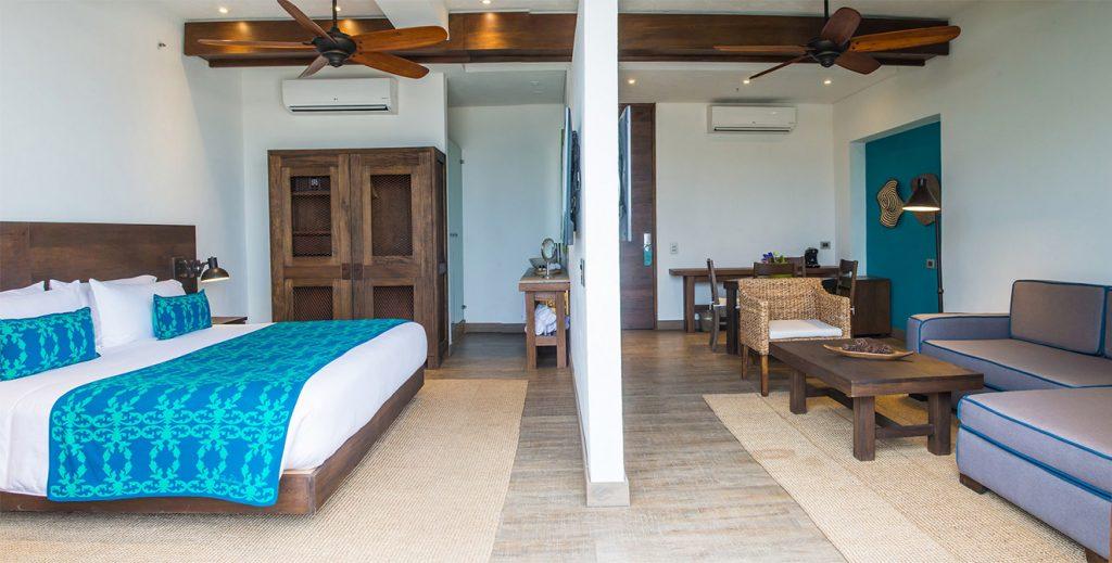 Vista de una de las suites la cual cuenta además de una generosa sala, una terraza privada.