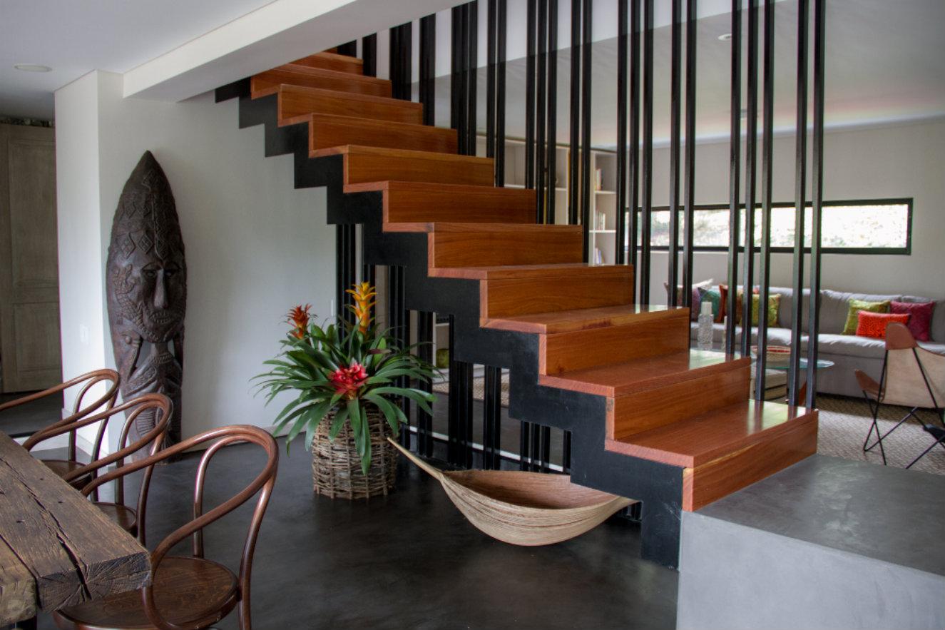 Escalera hotel Patio del Mundo Medellin