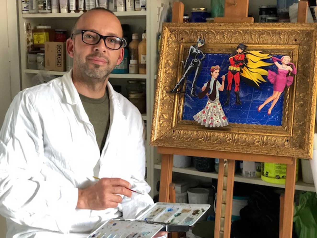 El artista Gabriel Ortega finalizando una de sus obras. Fotografía: cortesía Gabriel Ortega.
