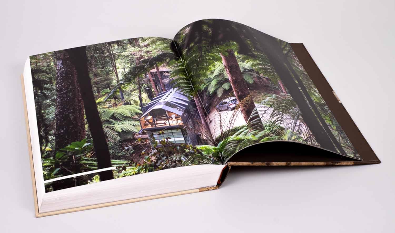 Anfitrión es un compendio de su obra construida como un archivo de su trabajo cotidiano.Fotografía<. cortesía.