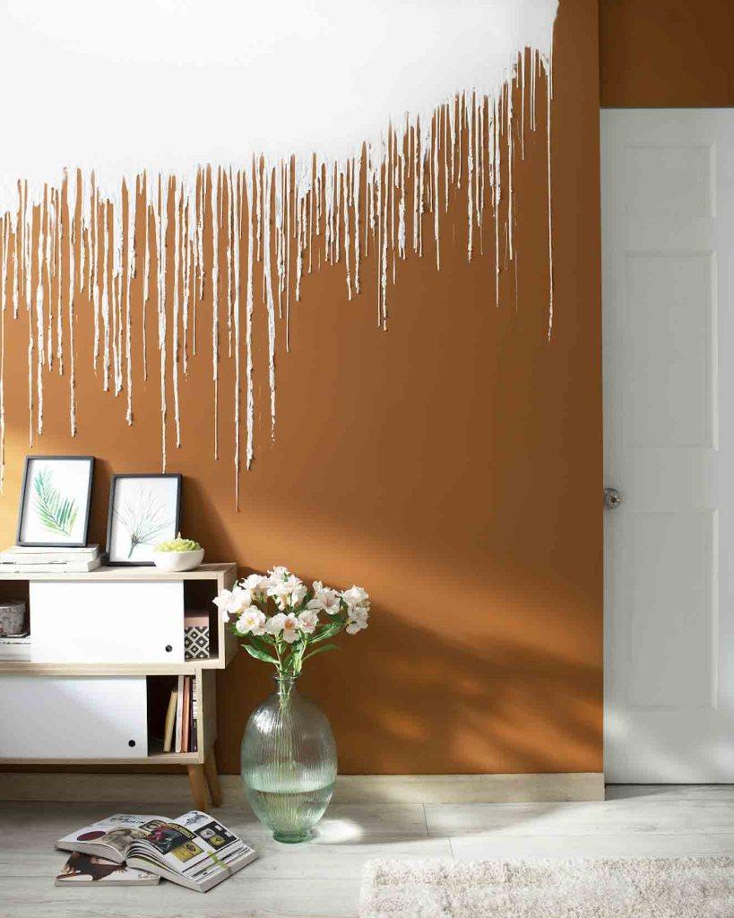 Ingeniosa idea para pintar la pared de un espacio. El color de fondo es el Lome Or de Pinturas Kölor. Fotografía: cortesía.