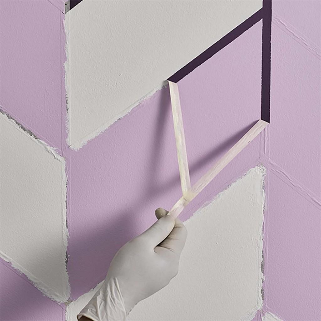 PASO 3. Una vez se termina de aplicar los diferentes colores de pintura en las áreas delimitadas, se retira la cinta de enmascarar. Fotografía: cortesía.