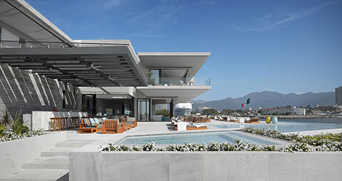 casa-vallarta-ezequiel-farca-terrace-complete-view