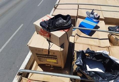 c1ca10091 Caminhão carregado com calçados falsificados é apreendido em ...
