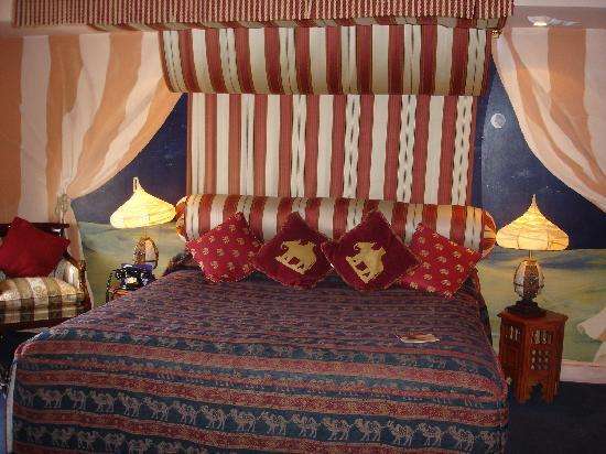 How to dcor Arabian themed bedroom  Interior Designing Ideas