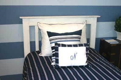Основная сине-белая спальня мальчика