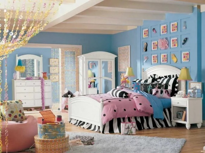 bedroom-decoration-interior-rustic-blue-teen-girl-bedroom-design-with-fancy-bed-set-plus-furniture-and-decorations-king-size-twin-bed-set-zebra-patterns-bed-cover-and-pillows-white-curved-headboard-948x7
