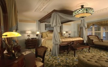 10 Wonderful Bedroom Interior Design Ideas With Canopy Beds