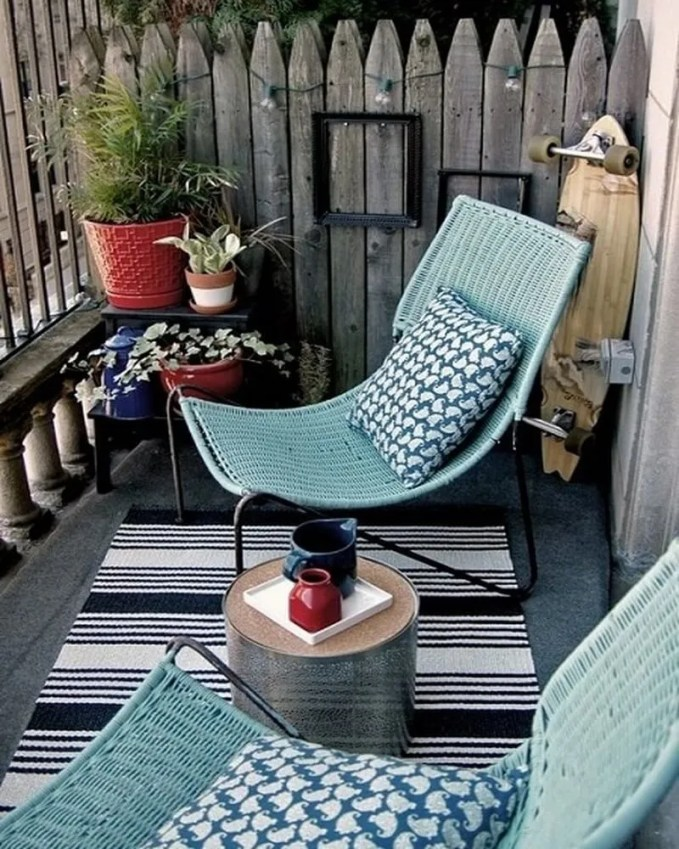 The rustic, green, super casual kind of balcony decor