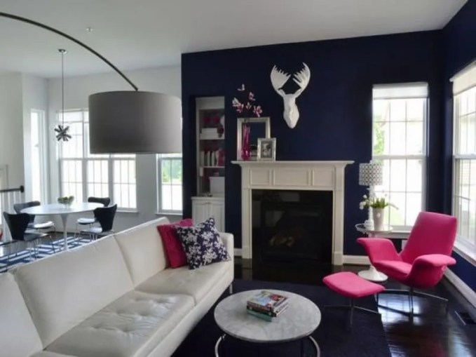 Navy-blue-and-white-living-room-with-carefully-placed-hints-of-fuchsia
