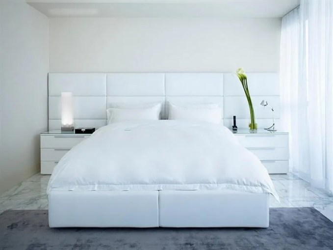 serene-vibe-in-the-minimalist-modern-bedroom-furnished-with-white-bed-sits-between-two-white-bedside-cabinets