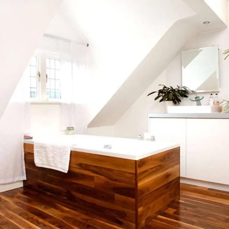 Laquer Built In Wooden Bathtub