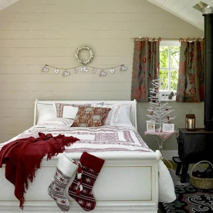 adorable-christmas-bedroom-decor-ideas-26