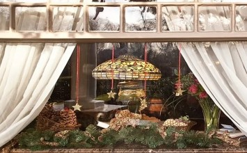 15 Amazing Christmas Windows Decor Ideas to Inspire