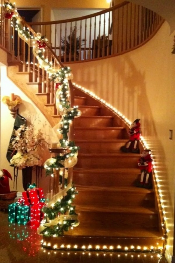 christmas decorations for staircase - Christmas Staircase