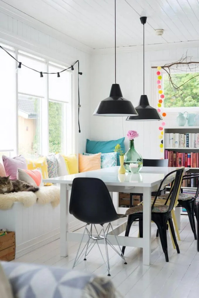 Cozy High Contrast Dining Room