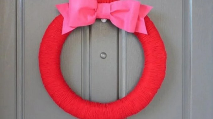 Red and Pink Valentines Wreath
