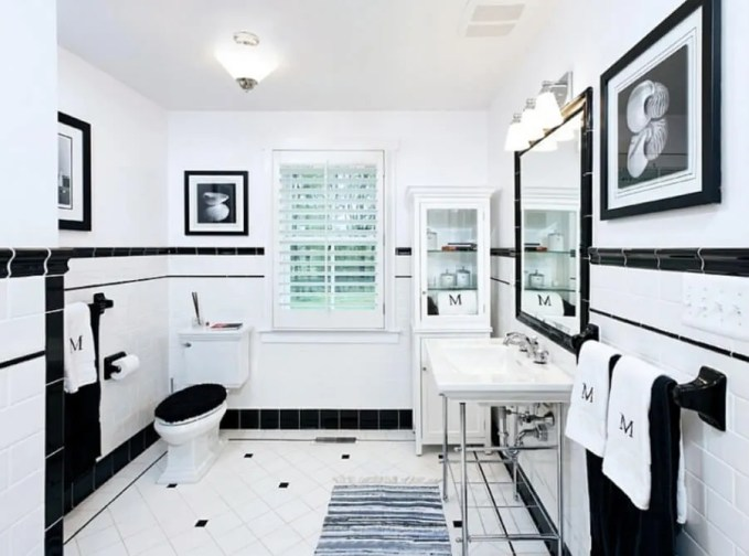 Classsy High Contrast Bathroom