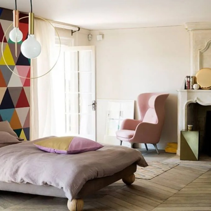 Pastel-Bedroom-with-cool-geometric-wallpaper