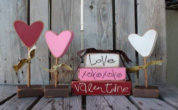 8 Super Lovely Outdoor Valentine's Decor