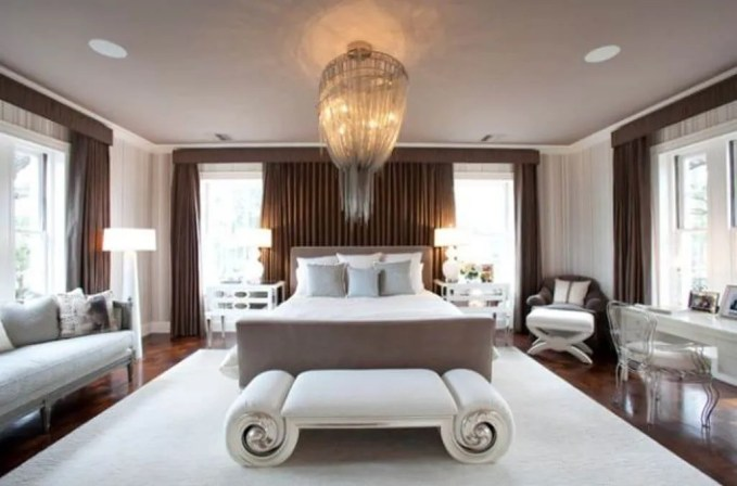 Fabulous-bench-with-curved-ends-that-matches-the-muted-color-palette-of-the-bedroom