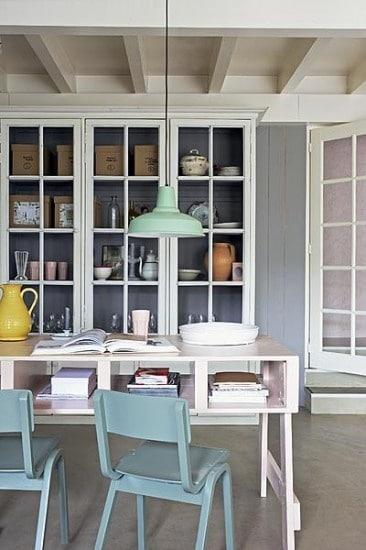 Kast met glazen deurtjes  InteriorInsidernl