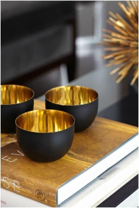 Zwart met gouden decoratie  InteriorInsidernl