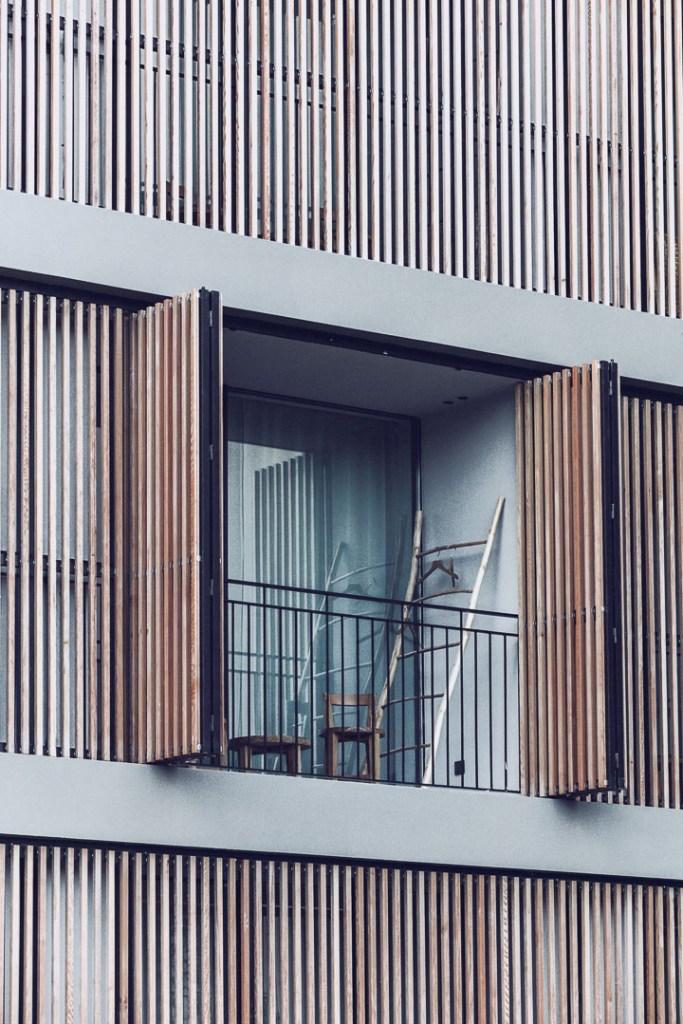 Detalle diseño arquitectura real estate del balcón al exterior del restaurante de Casa Cook Ibiza en las Islas Baleares