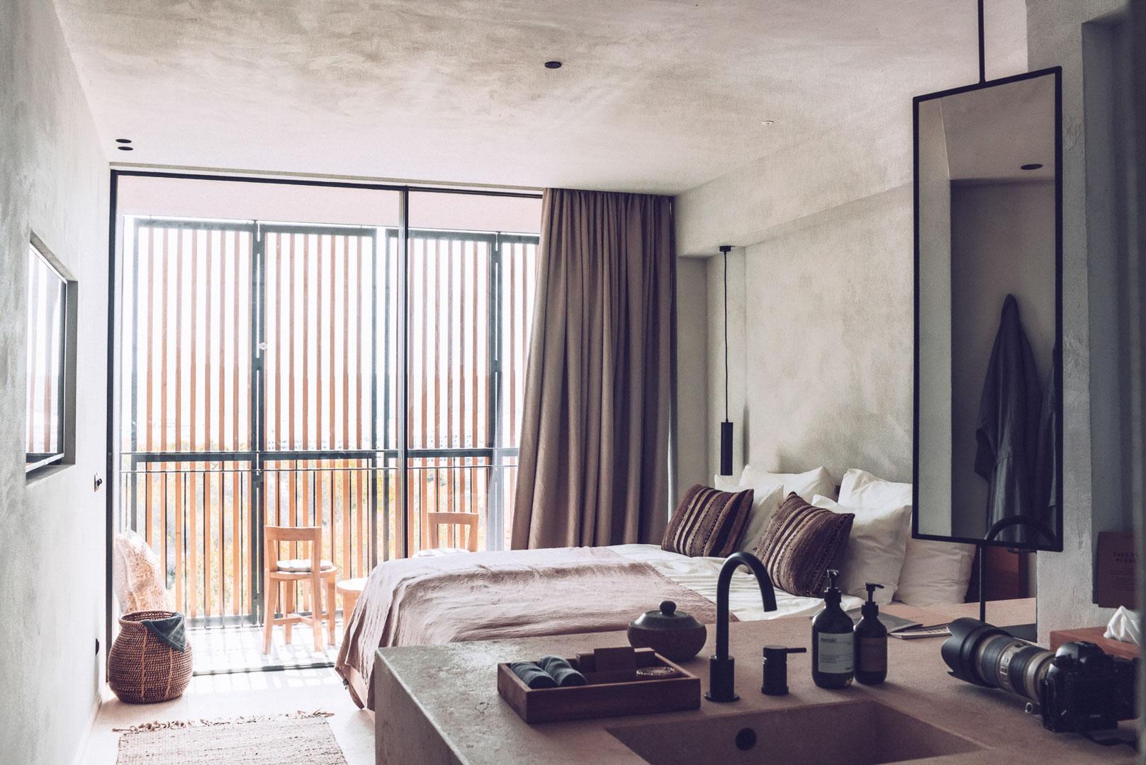 Fotografía arquitectura real estate del interior de un dormitorio del hotel Casa Cook Ibiza en islas baleares