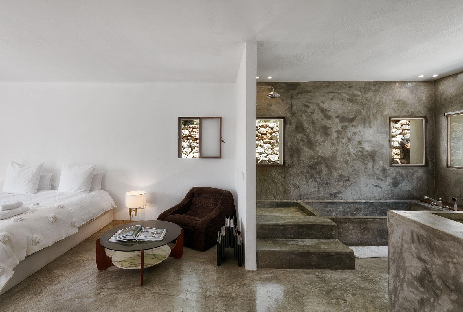 Fotografía interiorismo real State del interior de un lavabo en villa de sant miguel de ibiza