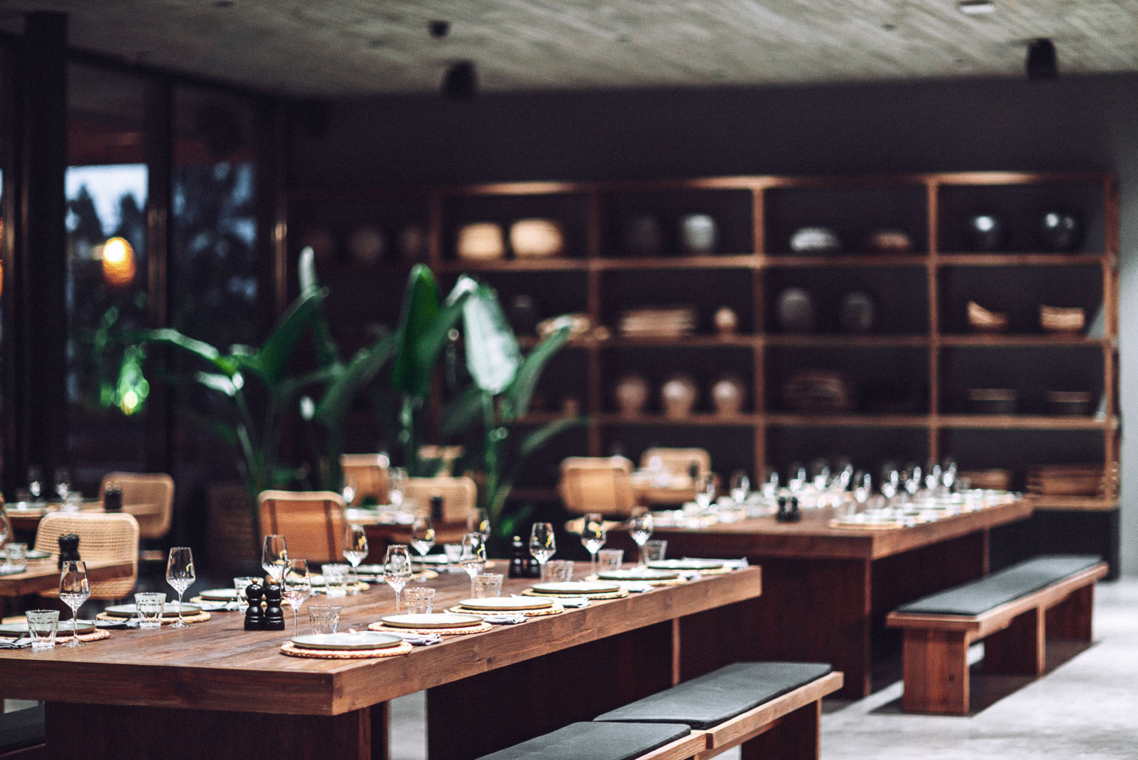 Imagen arquitectura real estate del comedor recién montado del restaurante de Casa Cook Ibiza en las Islas Baleares