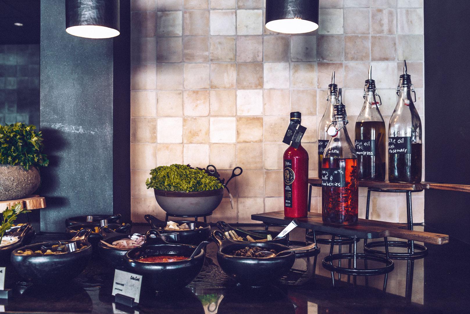 Imagen preparación bufett diseño arquitectura real estate en comedor hotel casa cook ibiza