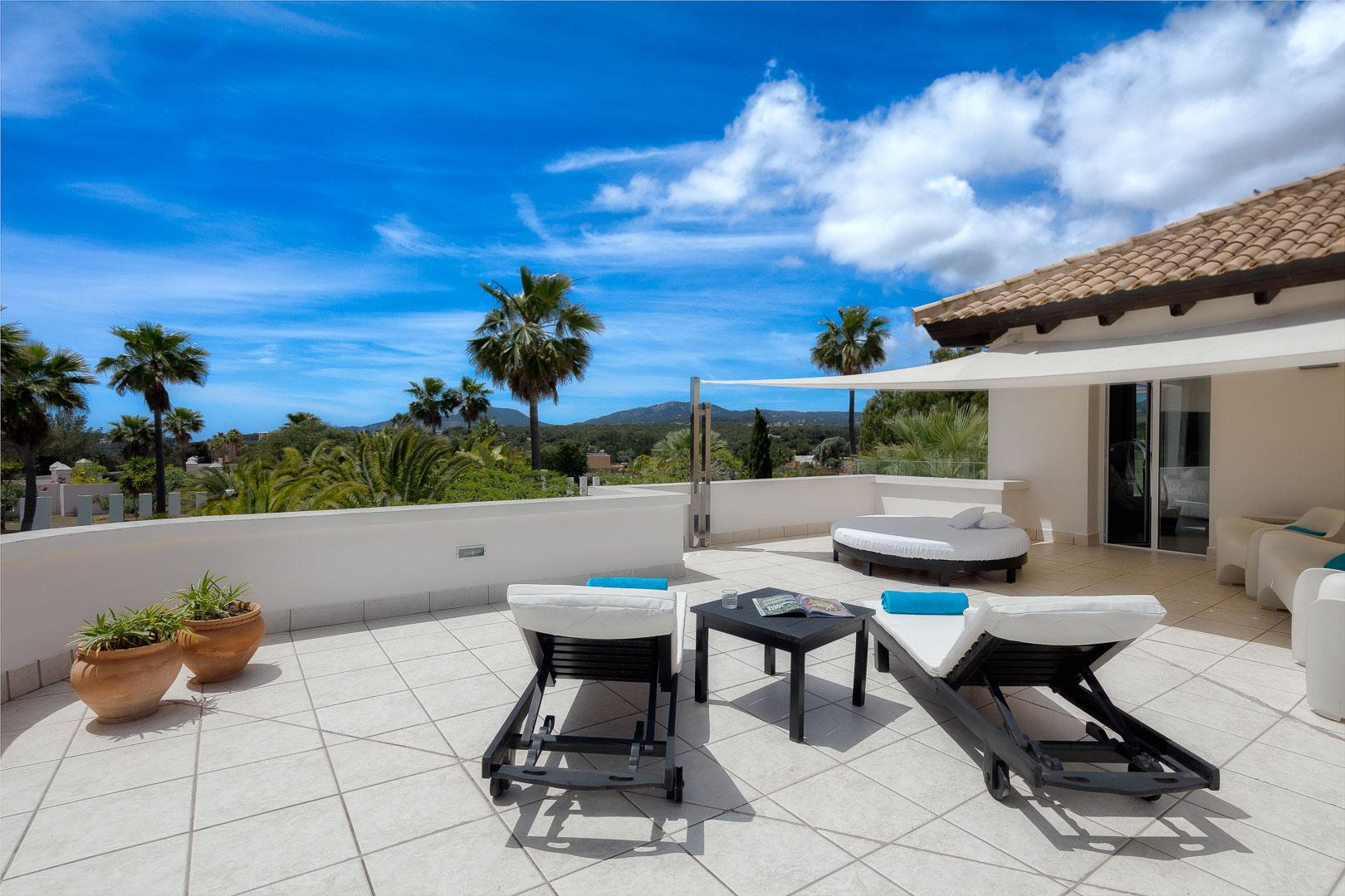 Villa real estate terraza suite pricipal vistas exterior