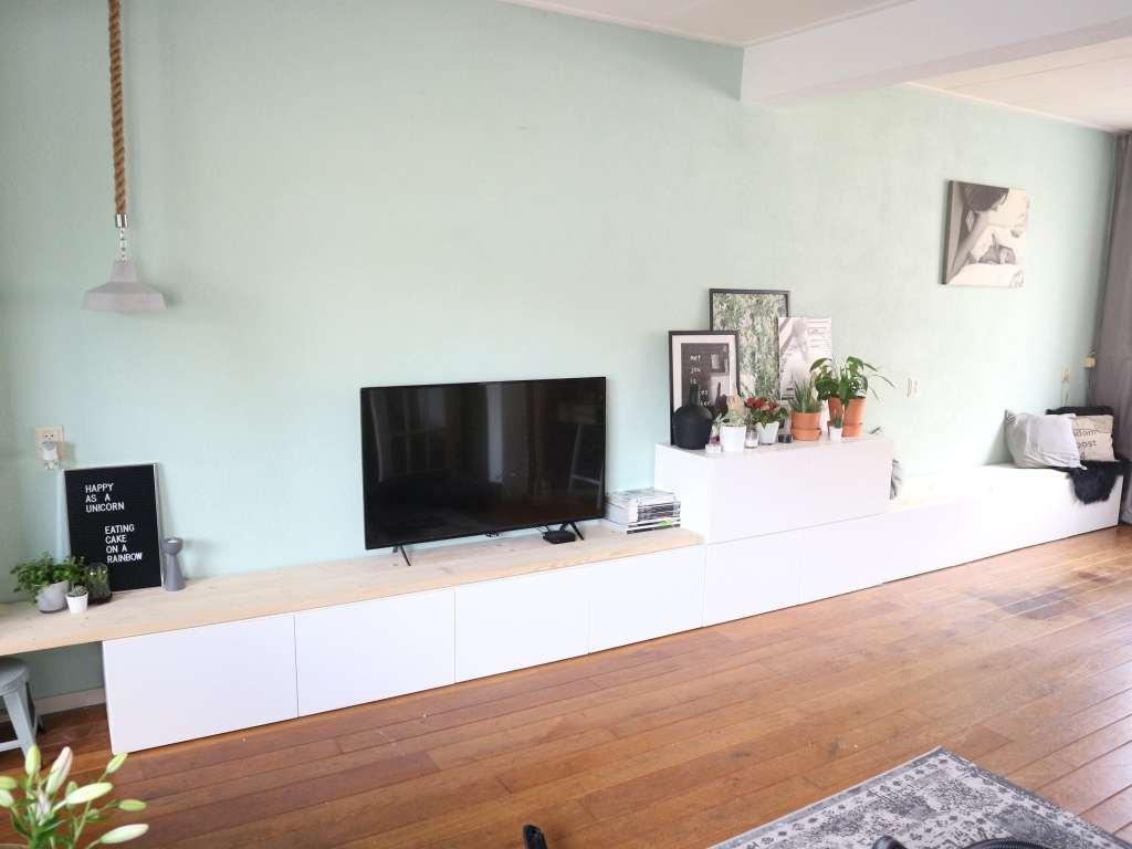 6 tips om het perfecte tv-meubel te vinden saaie muur opleuken ikea besta hack ikea diy tv meubel tv kast eetbank zitbank dressoir