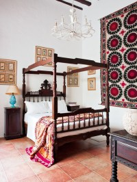 Spanish - Interiors By Color (5 interior decorating ideas)
