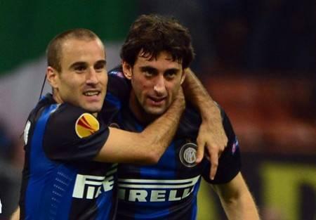 Palacio e Milito con la maglia dell'Inter